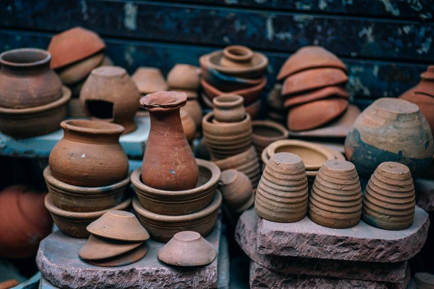 Picture of pottery vases of different sizes